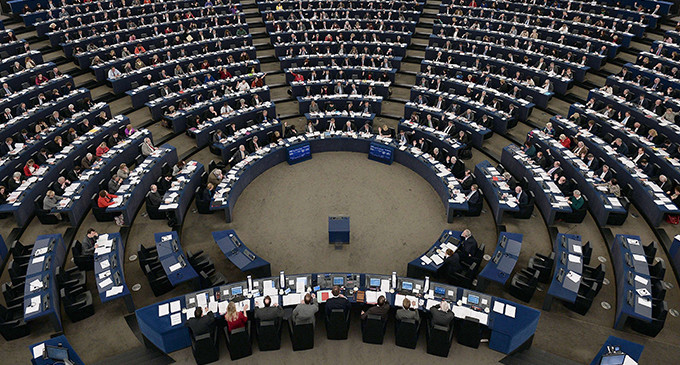 Members of the EU Parliament take part in a vote during a plenary session at the European Parliament in Strasbourg, eastern France, on January 14, 2014. AFP PHOTO / FREDERICK FLORIN